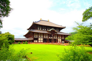 Touring Todaiji Temple