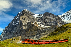 Globus Swiss Mouyntain Train